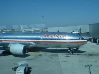 ケネディ空港のアメリカンエアラインの飛行機.JPG