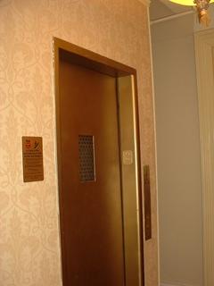パーク79ホテル・エレベーター.JPG